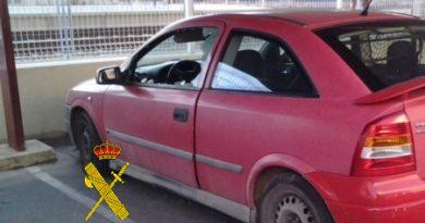 Investigan a una persona como supuesto autor de nueve delitos de daños en vehículos