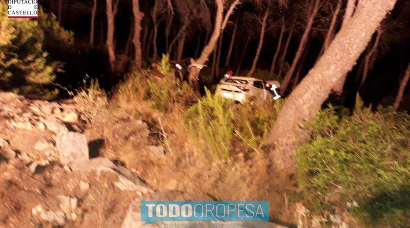 Dos jóvenes caen con su coche por un mirador de Oropesa