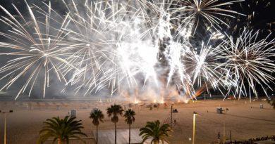 Más de 35.000 personas disfrutan del castillo acuático en la playa de La Concha
