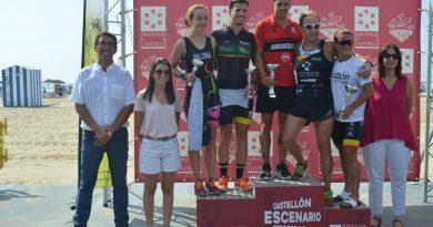 Más de 200 deportistas participan en el Triatlón de Oropesa