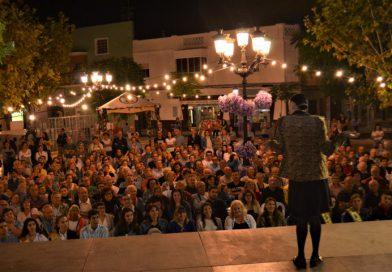 Oropesa promueve la igualdad con un espectáculo cómico en la plaza Mayor