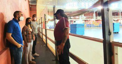 El Ayuntamiento remodela la pista de hockey del polideportivo municipal